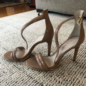 Nude ankle strap patent leather sandals